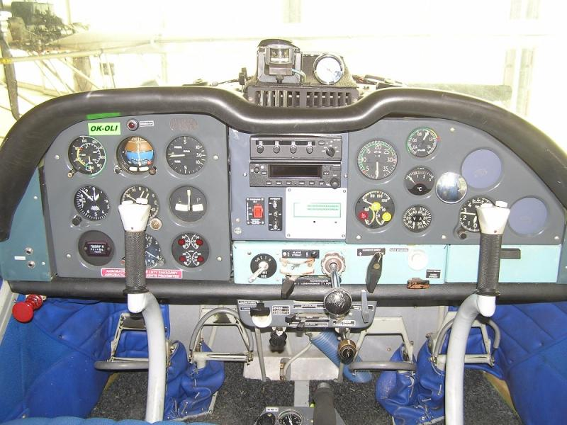 Zástavba radiostanice Garmin GTR 225A